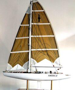 Modellino barca a vela